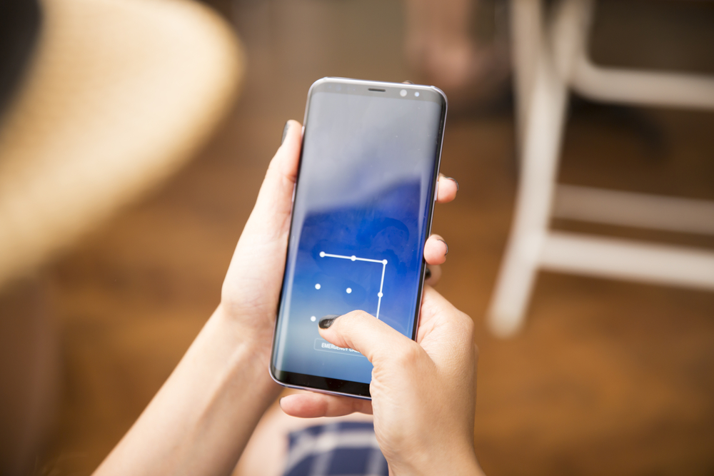 fot. Blokada telefonu wzorem mniej bezpieczna niż PIN