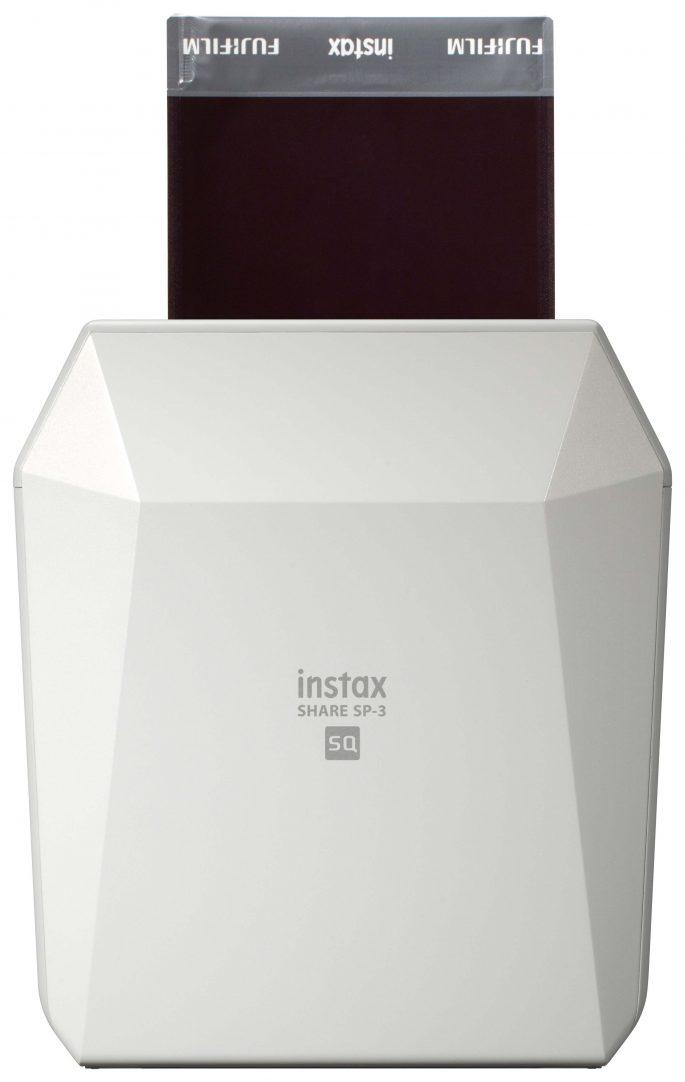 Drukarka Fujifilm instax SHARE SP-3 może połączyć się ze smartfonem i wydrukować wybrane zdjęcia.