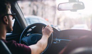 Poznaj 8 aplikacji dla kierowców, które pomogą Ci oszczędzić czas i pieniądze