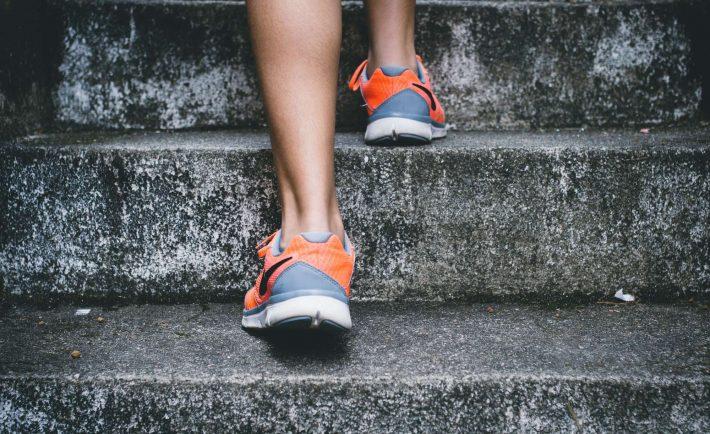 mierzenie kroków schody